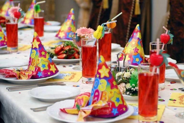 Украшения для стола на день рождения своими руками 54