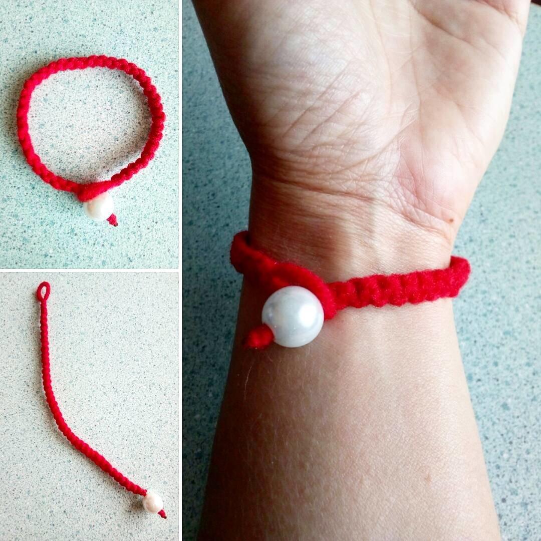 Красная нить на запястье своими руками фото 9
