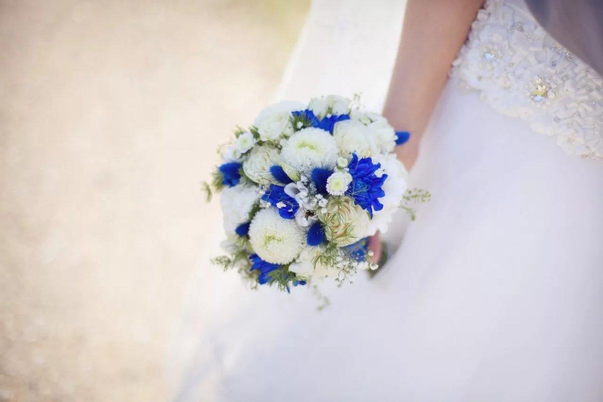 Свадебные букеты из белых и синих цветов фото