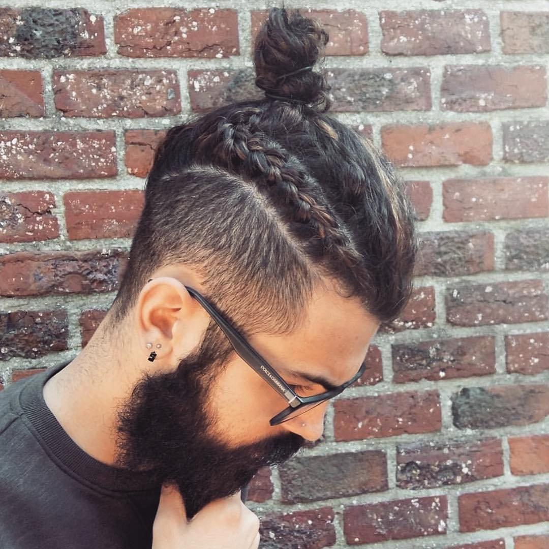 Прически на короткие волосы мужские с хвостиком