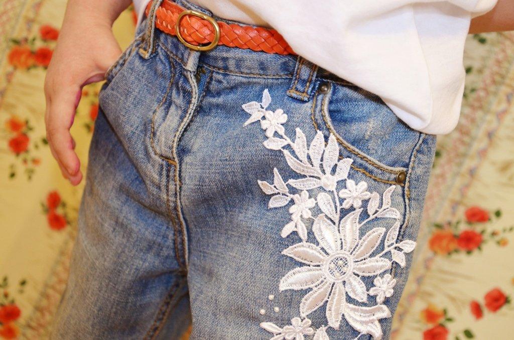 Как украсить джинсы своими руками стразами и кружевом 22