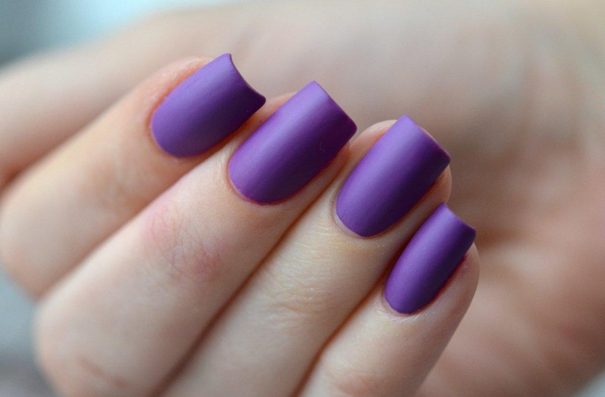 Фиолетовый лак для ногтей с каким еще лаком сочетается фото
