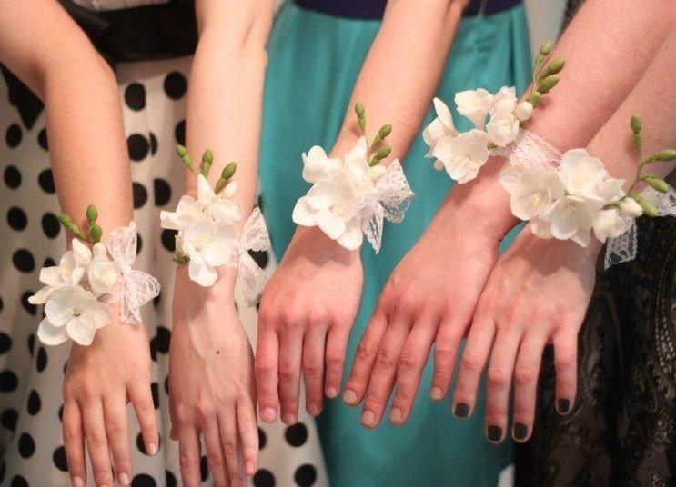 Цветы на руку своими руками для подружек невесты 186