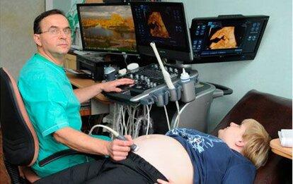 Акушер-гинеколог, врач УЗИ диагностики высшей категории, Яворский Юрий Цезаревич, доктор со стажем работы 32 года