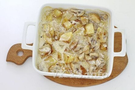 Запеченная картошка с грибами в сливках