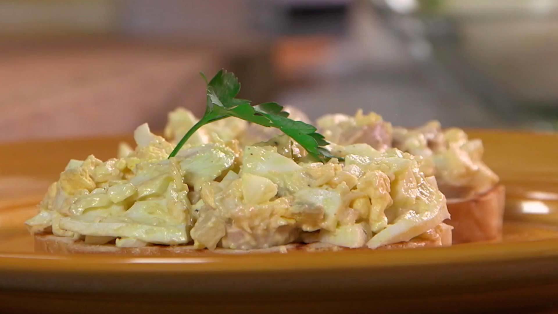 Рецепт салата с сосисками с