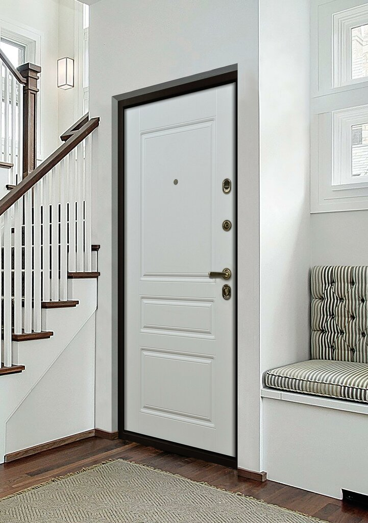 несколько фото квартир с белой входной дверью той