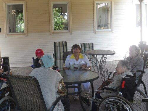 Пансионат для престарелых в сиверской отек нижней конечности после перелома шейки бедра