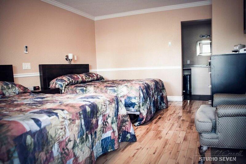 Harbourview Inn & Suites