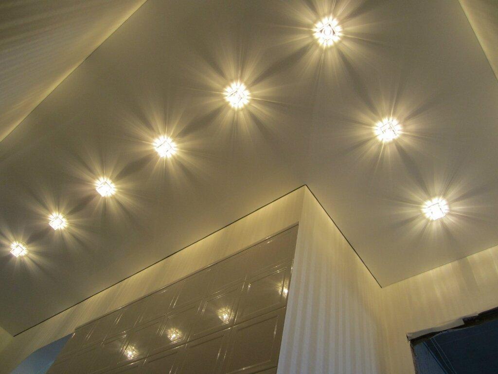 Потолок натяжной с светильниками фото