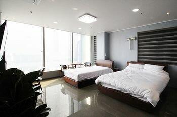 MoonDong's Hostel