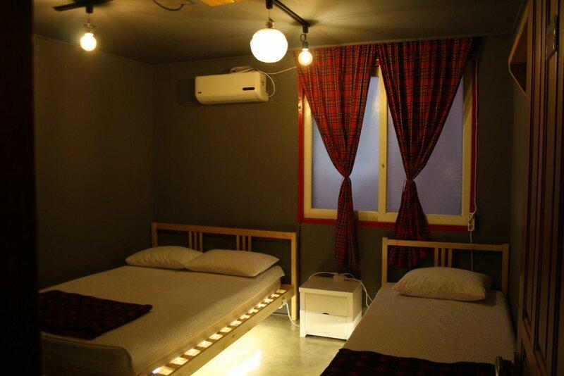 Mr. Comma Guesthouse - Hostel