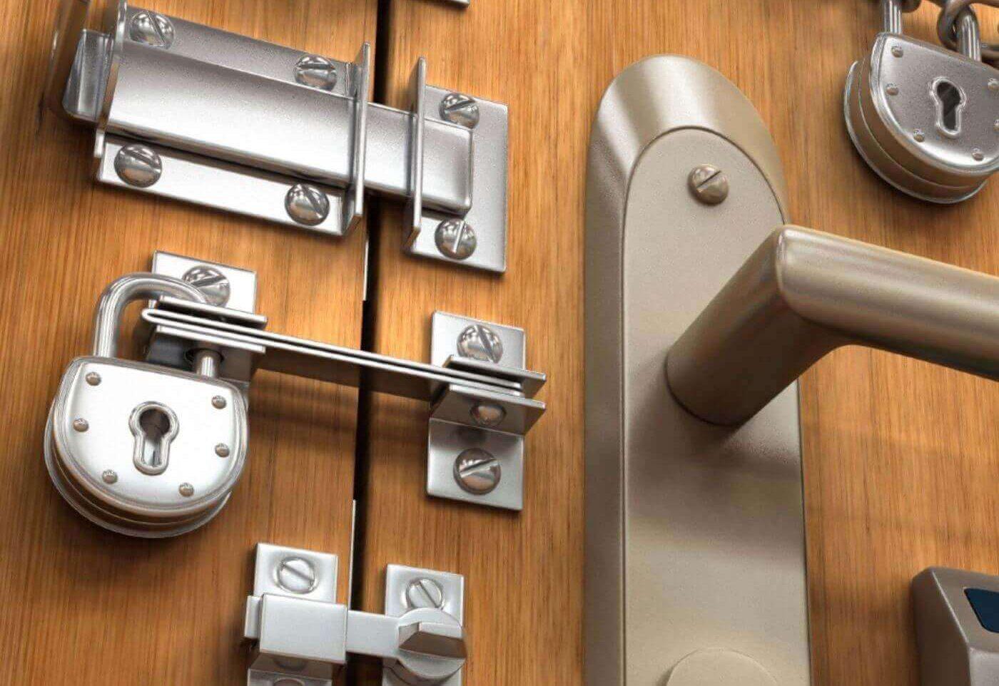 монтаж замка во входную дверь