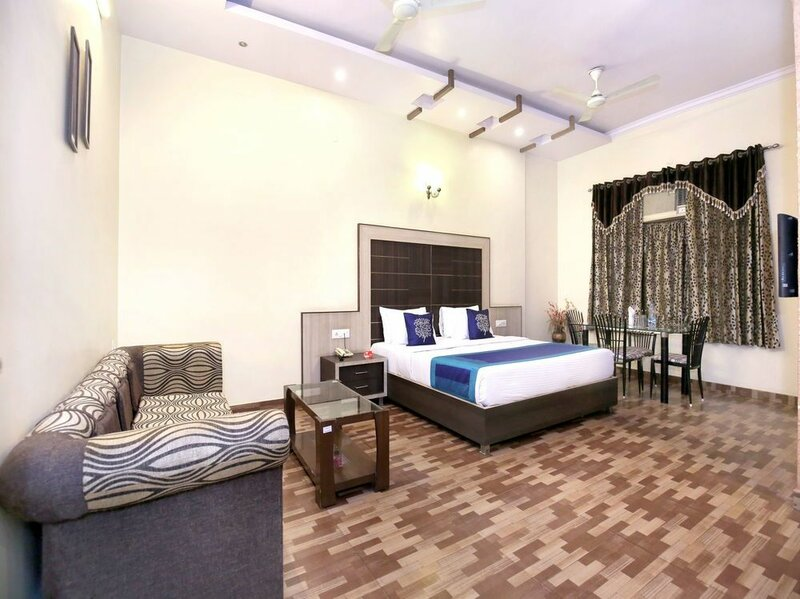Oyo 10111 Hotel Roopa International
