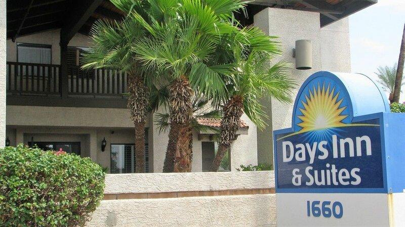 Days Inn & Suites by Wyndham Tempe