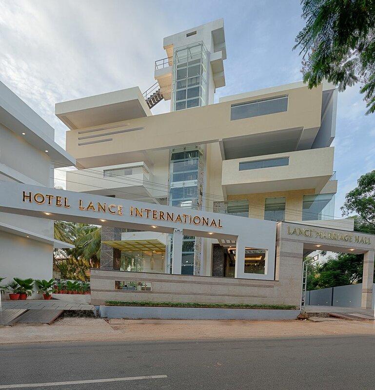 Отель Lance International
