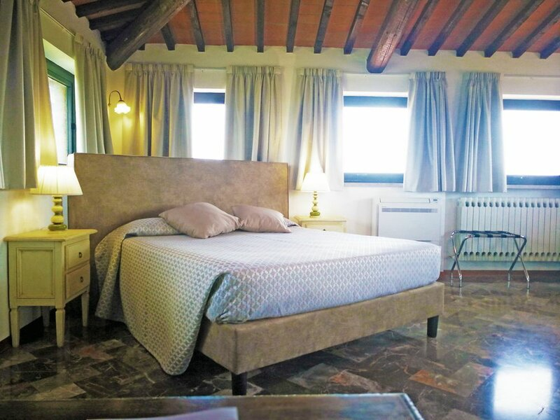 Отель La Loggia - Villagloria