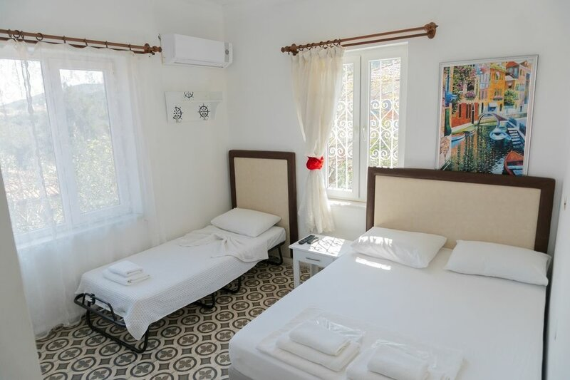 Lacivert Hotel