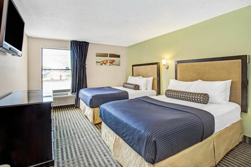 Days Inn by Wyndham Great Lakes - N. Chicago