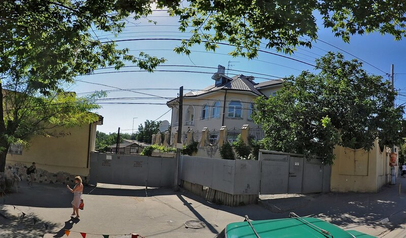 House on Zolotoy Bereg