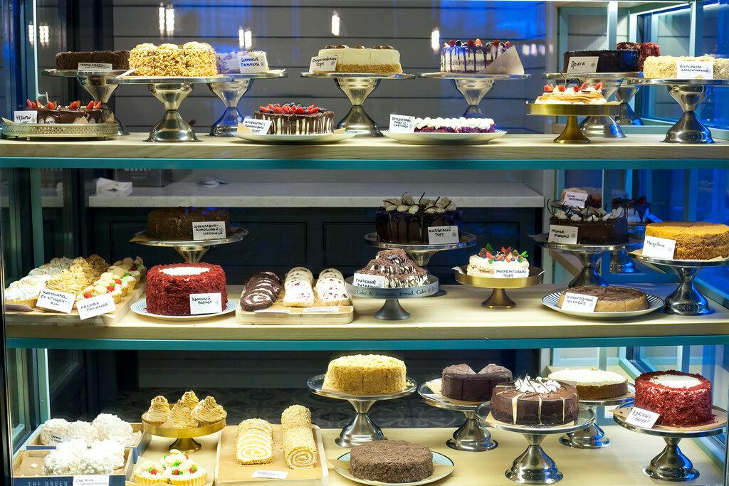 фотографии оформления витрин с десертами они