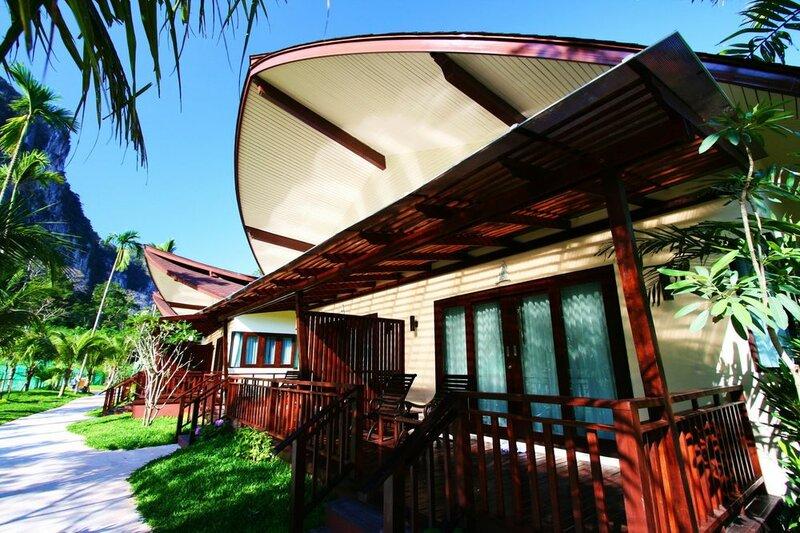 Курортный отель Aonang Phu Petra Resort