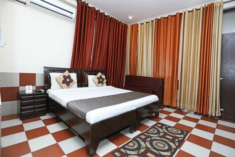 Oyo 9705 Hotel Paradise Residency