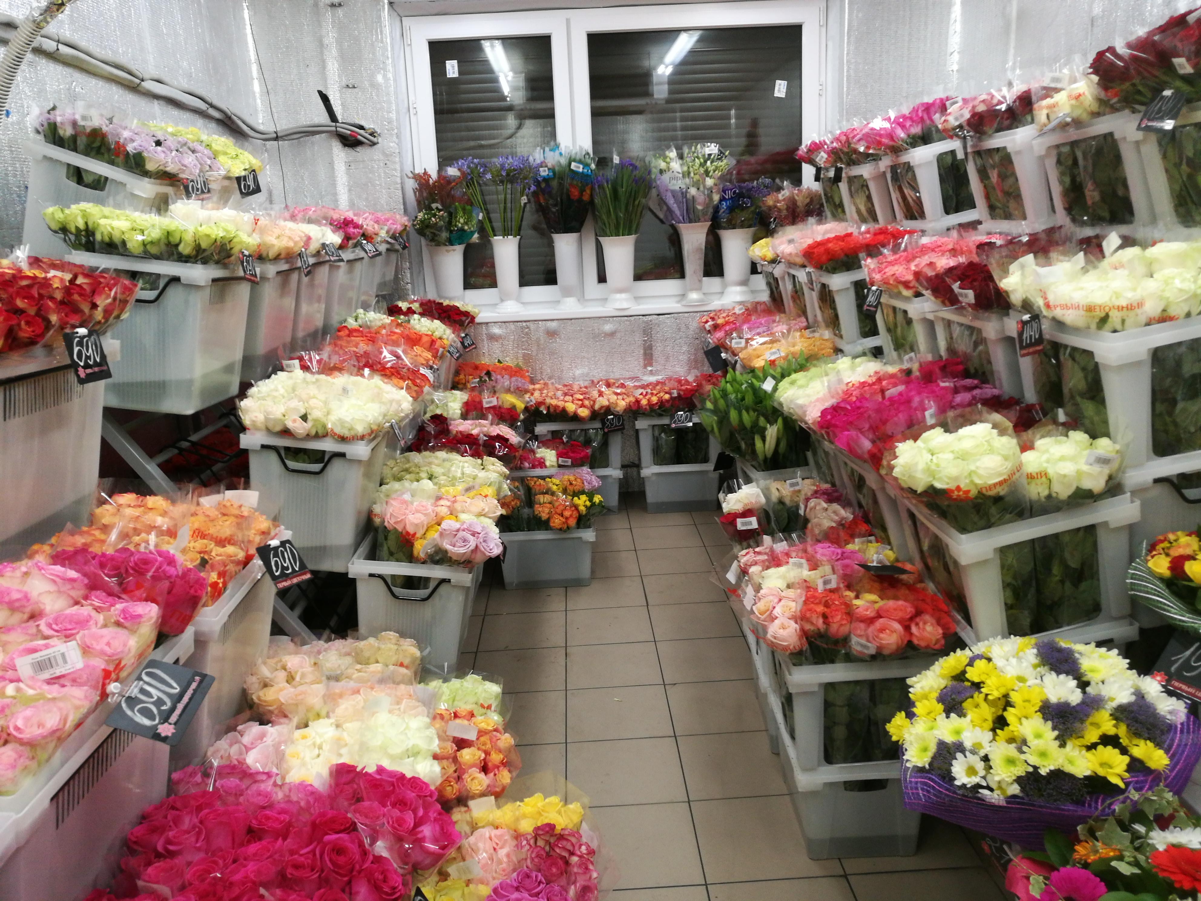 Оптовый склад цветов павелецкая, роза коробке