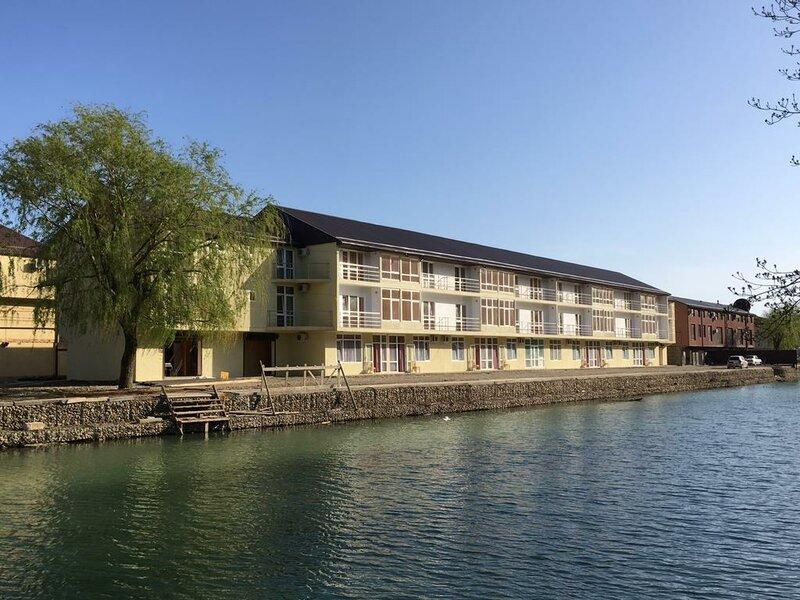 Отель Берега
