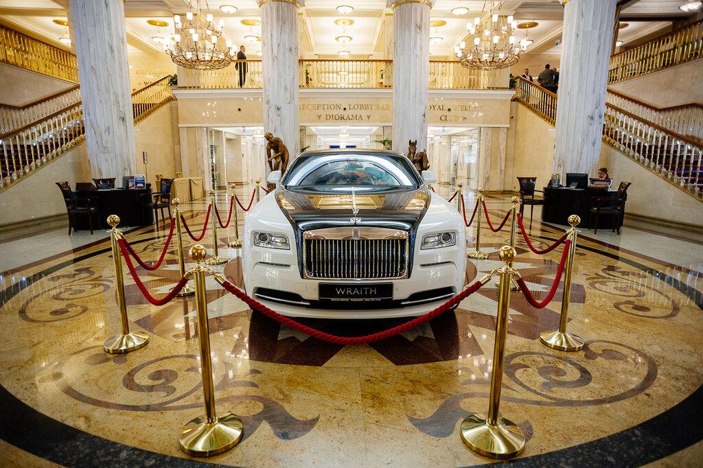 Автосалон роллс ройс в москве официальный автоломбард брянска продажа авто