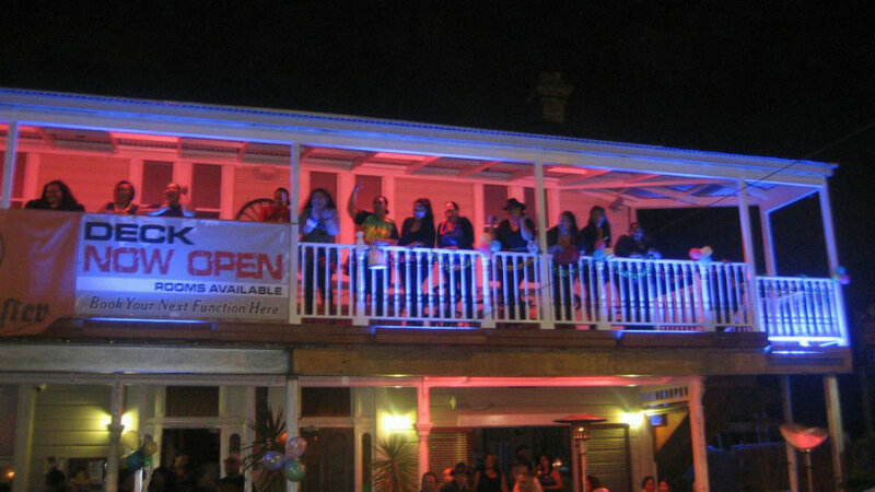 Shooters Saloon Bar Hotel & Cabins