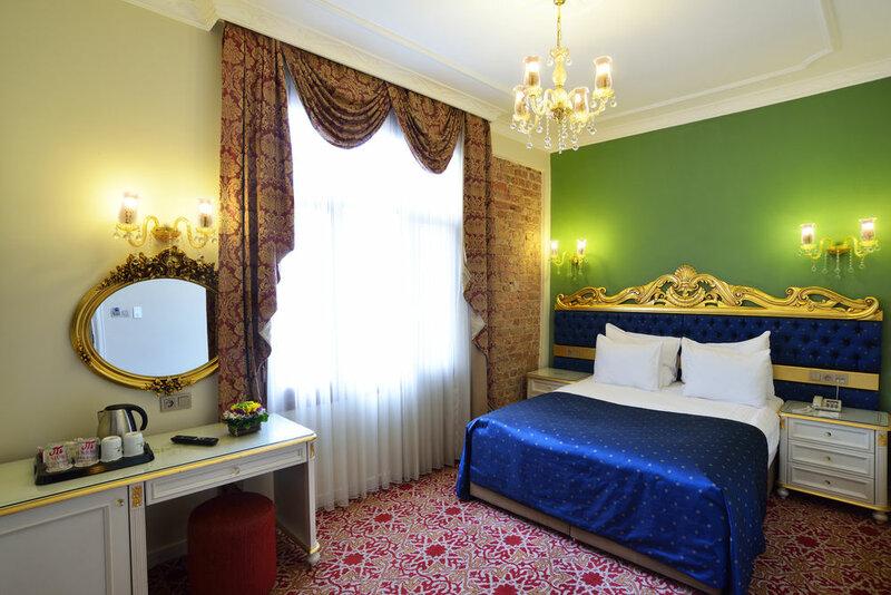 By Murat Crown Hotel