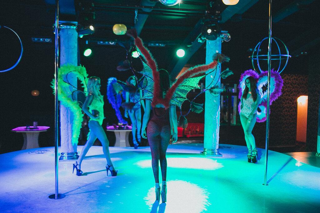 Стриптиз в клубе в воронеже ночные клубы боулинг москва