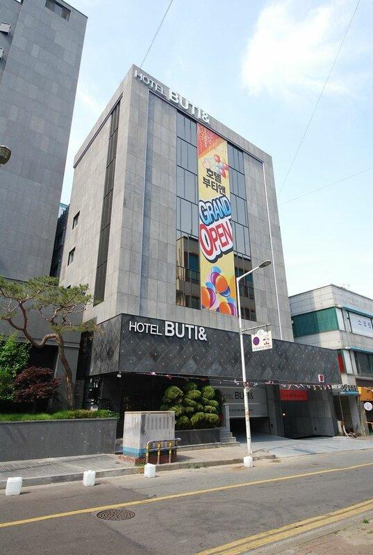 Hotel Buti &