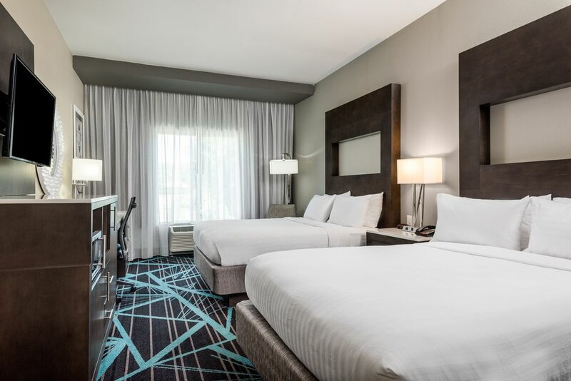 Holiday Inn Express & Suites Charlotte Airport, an Ihg Hotel