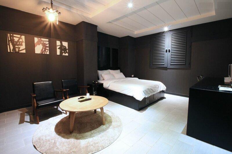 Hotel S