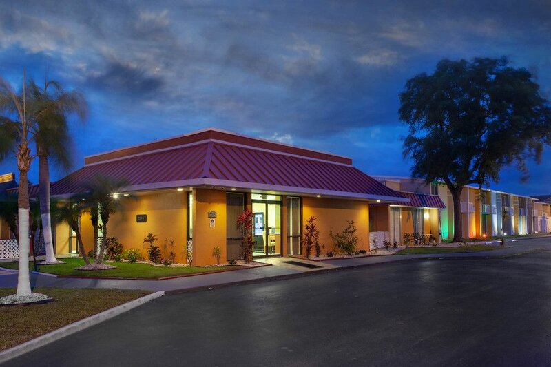 Stayable Suites, Travelodge by Wyndham Kissimmee East