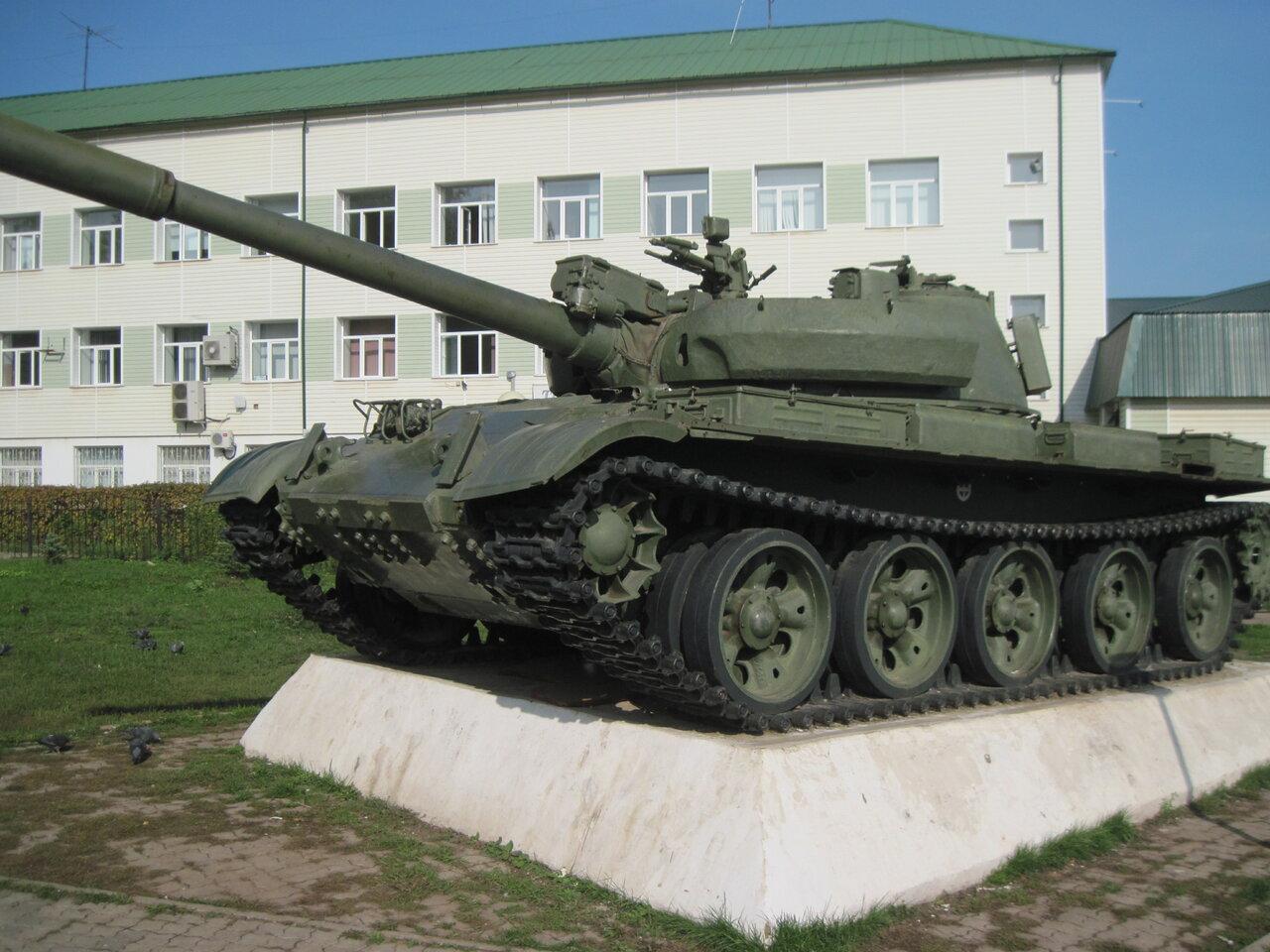 фото памятника танка в кургане животных