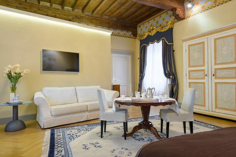 15 Santori Luxury Home