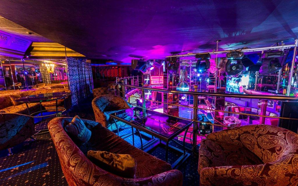 Стриптиз бар марьино ночные клубы бийск офис