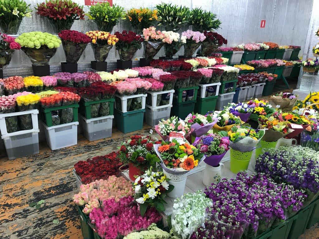 Стоит букет, заказать цветы метро профсоюзная