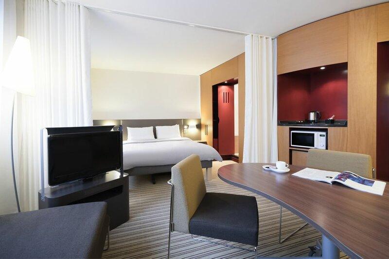 Novotel Suites Paris Nord 18ème Hotel