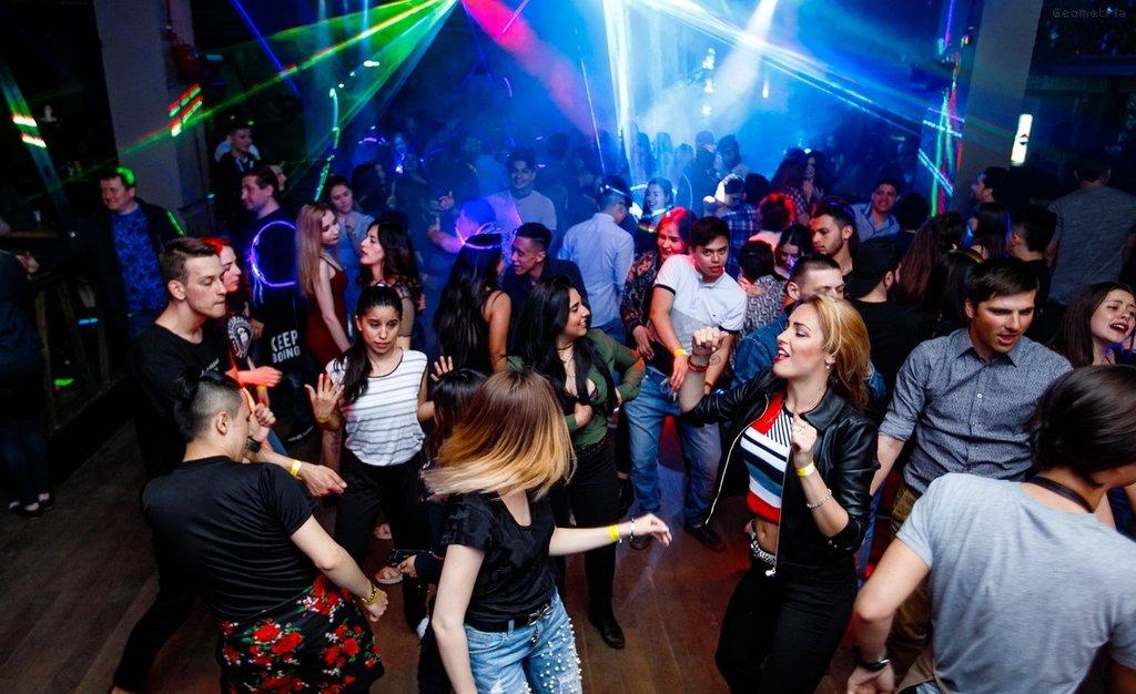 Бары и ночные клубы ростова ищу работу в москве администратор клуба
