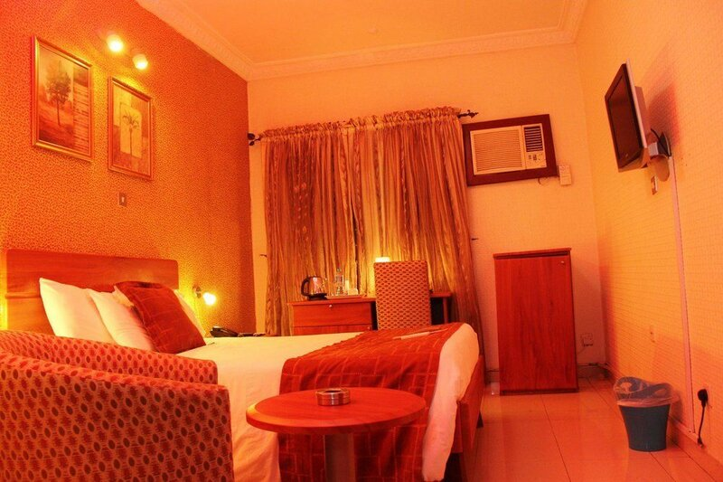 De-vine Plus Hotel and Suites