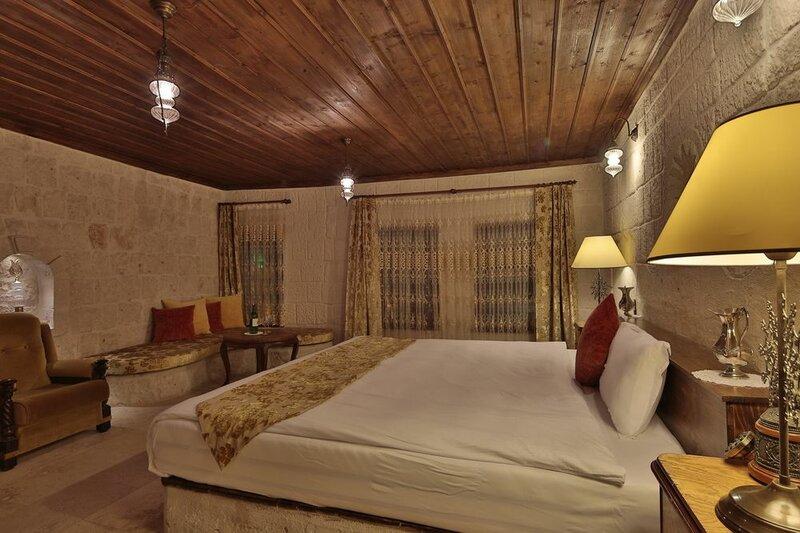 Romance Cave Suites