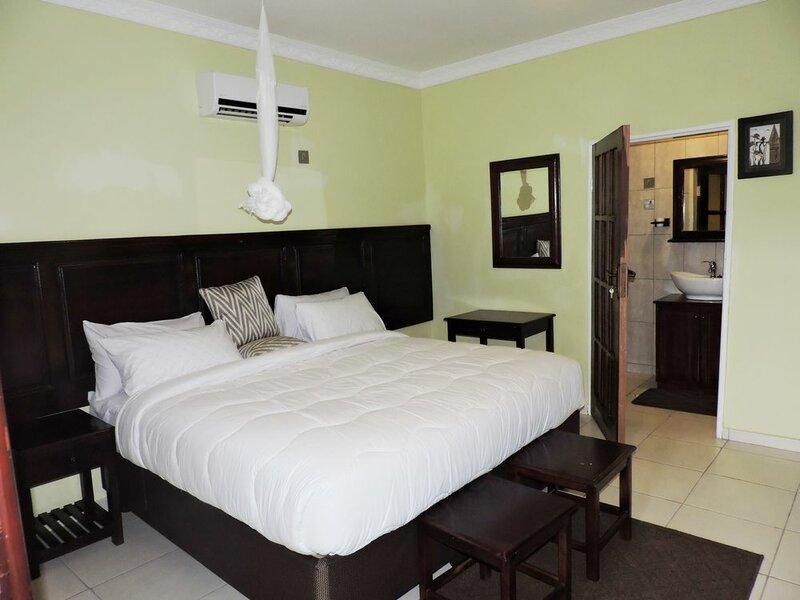 Café Zambezi House of Africa - Hostel