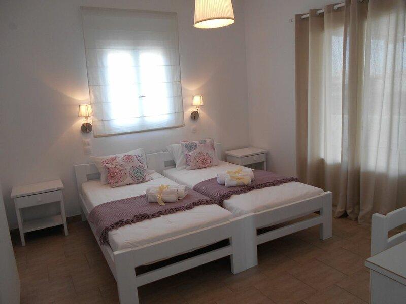 Dahlia Apartments and Studios