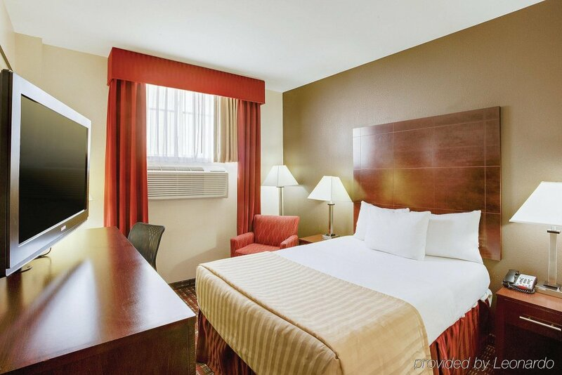 La Quinta Inn & Suites Jfk