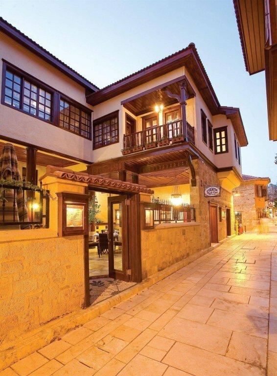 Cicerone Lodge Hotel