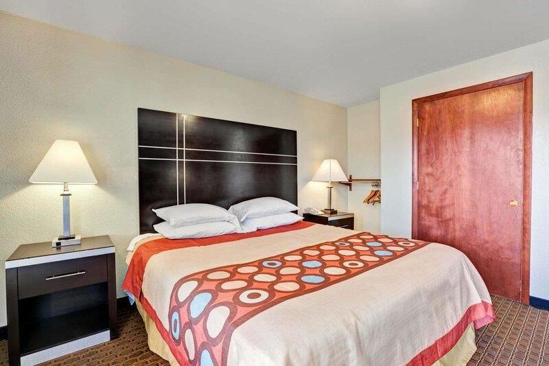 Super 8 Motel - Newark